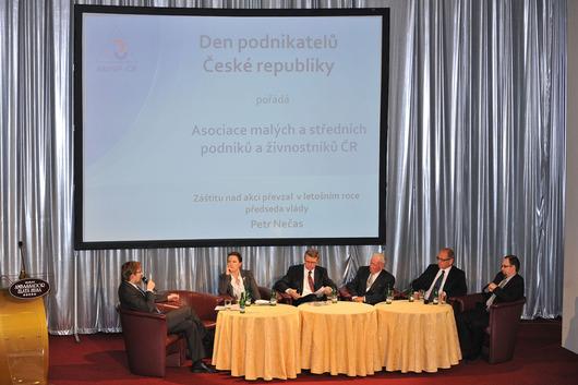 Zleva - Pavel Dobeš, Karolína Peake, Karel Havlíček, Jindřich Procházka, Ivan Pilný, Jan Procházka
