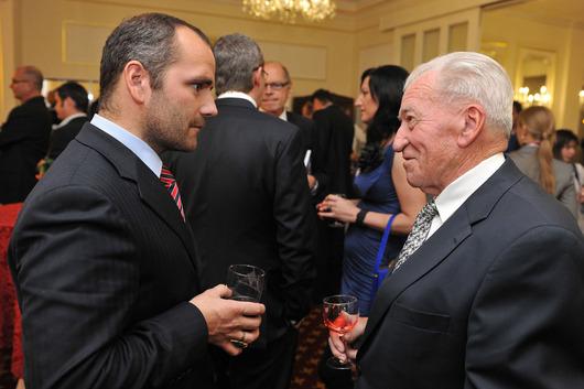 Jindřich Procházka - spolumajitel společnosti SAPELI, a.s. (vlevo)